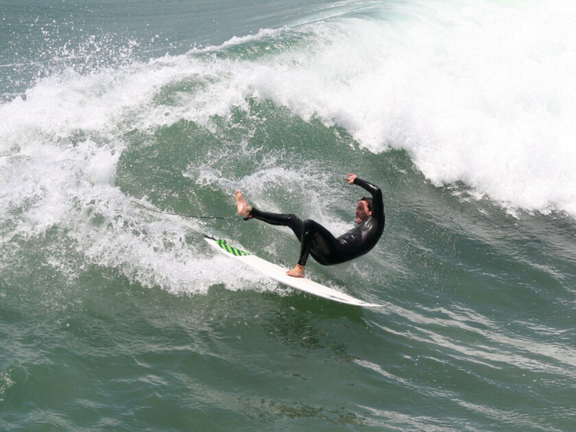surfer_wipes_out